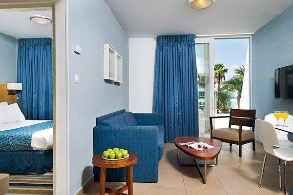 Junior Suites pool view