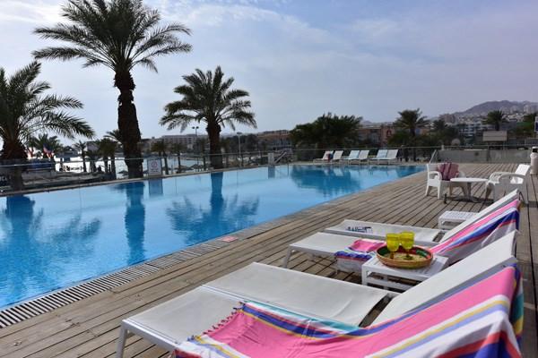 600x400-maris-swimming-pool