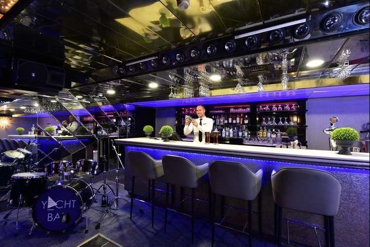 Astral Palma - yacht bar